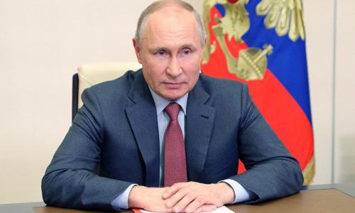 Путин расширил выплаты в 10 тыс. рублей на школьников