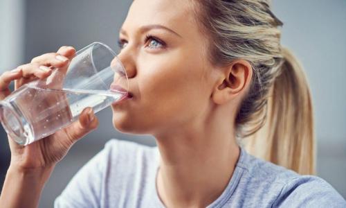 Врач развеяла миф о пользе трех литров воды для здоровья в день